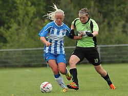 FODBOLD: Karoline Smidt Nielsen (OB) presses af Catrine Gryholt Larsen (Taastrup FC) under kampen i 3F Ligaen mellem Taastrup FC og OB den 12. maj 2012 i Taastrup Idrætspark. Foto: Claus Birch