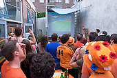 Nederland wint eerste WK wedstrijd - Holland wins first game WC soccer