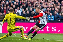 25-02-2017 NED: Feyenoord - PSV, Rotterdam<br /> 24e speelronde van seizoen 2016-2017, De Kuip / Jeroen Zoet of PSV, Nicolai Jorgensen #9