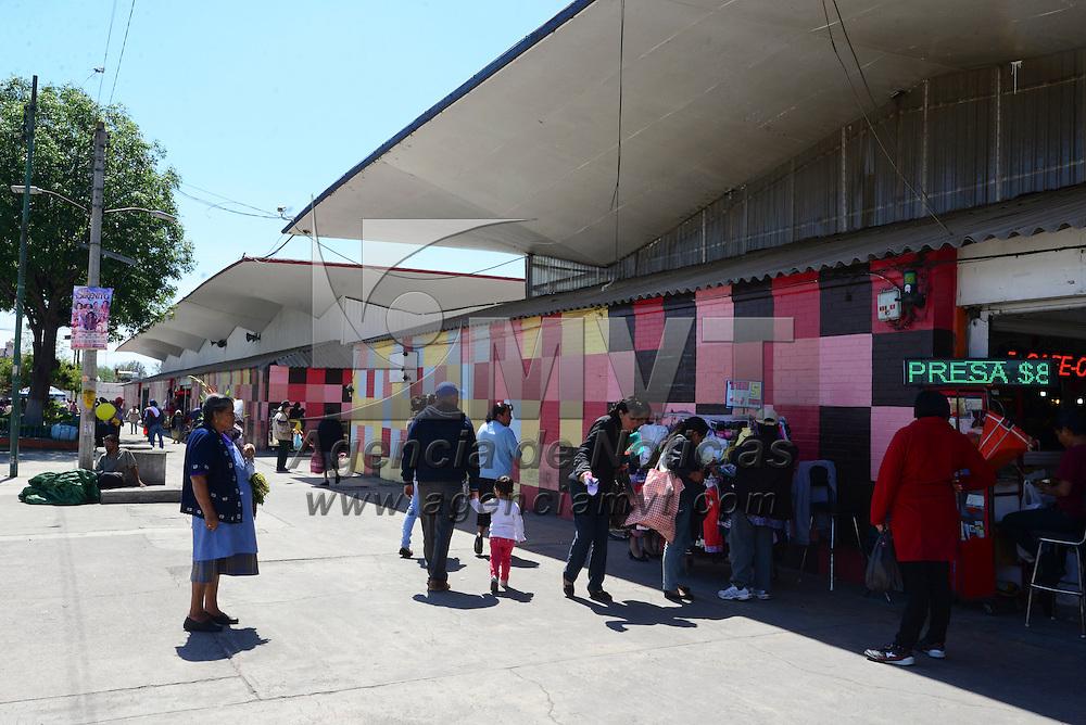 Toluca, México (Abril 27, 2016).- La delincuencia bajo de a cuerdo a locatarios del área de comida del Mercado Juárez después de que instalaron cámaras de vigilancia, para seguridad de los comensales y los mismos comerciantes.  Agencia MVT / Crisanta Espinoa.