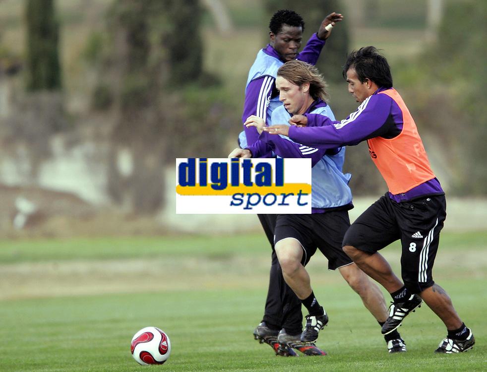 Fotball / Football<br /> Belgia / Belgium<br /> Anderlecht training at La Manga - Spain<br /> 04.01.2007<br /> Photo: Morten Olsen, Digitalsport<br /> <br /> Christian Leiva (8) and Lucas Biglia