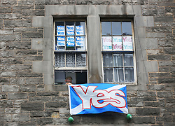 "© Licensed to London News Pictures. 14/09/2014. Edinburgh, UK. ""Yes"" campaign signs are displayed across buildings and windows in Edinburgh to support the independence of Scotland. With only  four days left for the Scottish people to decide, the latest polls give a mixed picture of opinions. Photo credit: Isabel Infantes / LNP"