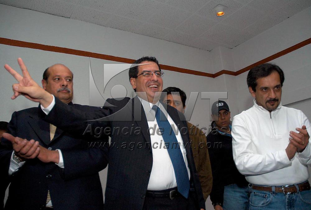 Toluca, Méx.- Ruben Mendoza Ayala, ex-candidato del PAN a la gubernatura del estado de Mexico durante un acto con militantes de su partido. Agencia MVT / Esteban Fabian. (DIGITAL)<br /> <br /> NO ARCHIVAR - NO ARCHIVE