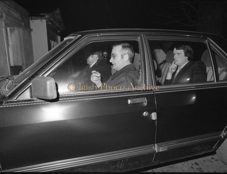 Dissolution of  22nd  Dáil Éireann 1982. .27/01/1982.01/27/82.27th January 1982.Photo of Officials arriving at Áras an Uachtaráin for the signing the warrant of dissolution of the Dáil.