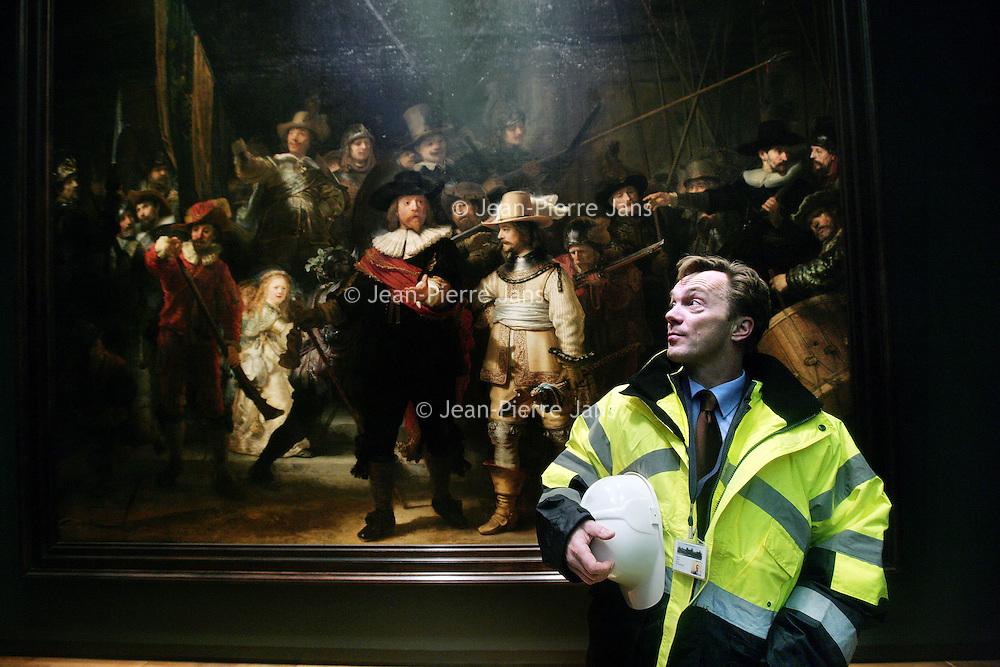 Nederland, Amsterdam , 17 december 2009..Wim Pijbes, directeur van het Rijksmuseum voor en in het museum tijdens de restauratie..Director Wim Pijbes of the Rijksmuseum in Amsterdam, The Netherlands in security clothing during the renovation.