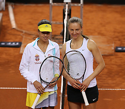 20.04.2013, Porsche-Arena, Stuttgart, GER, Fed CUP, Playoff, Deutschland vs Serbien, im Bild, rechts, Mona BARTHEL (GER) vs Ana IVANOVIC (SRB) // during the Fed Cup World Group Playoff between Germany and Serbia at the Porsche-Arena, Stuttgart, Germany on 2013/04/20. EXPA Pictures © 2013, PhotoCredit: EXPA/ Eibner/ Eckhard Eibner..***** ATTENTION - OUT OF GER *****