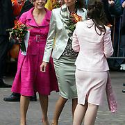 NLD/Makkum/20080430 - Koninginnedag 2008 Makkum, Anita van Eijk, Marilene en Laurentien dansen