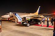 Zijne Majesteit Koning Willem-Alexander en Hare Majesteit Koningin Máxima brengen op uitnodiging van president Ram Nath Kovind een staatsbezoek aan de Republiek India.<br /> <br /> His Majesty King Willem-Alexander and Her Majesty Queen Máxima on a state visit to the Republic of India at the invitation of President Ram Nath Kovind.<br /> <br /> Op de foto / On the photo: Aankomst Koninklijk Paar op vliegveld Delhi / Arrival Royal Couple at Delhi airport