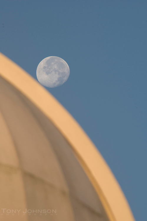 Moon and Observatory, Battle Point Park