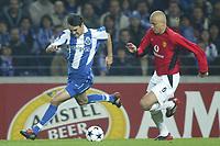 PORTO-25 FEVEREIRO:PAULO FERREIRA #22 and WESLEY BROWN #6 no Jogo F.C. Porto vs Manchester United F.C. primeira mao dos oitavos de final da Liga dos campeoes realizado no estadio do Dragao 25/02/2004.<br />(PHOTO BY:NUNO ALEGRIA/AFCD)