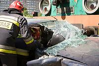 """24.05.2012 Bialystok N/z symulacja zderzenia samochodu osobowego z pociagiem w ramach akcji """"Bezpieczny przejazd. Zatrzymaj sie i zyj!"""" fot Jedrzej Wojnar / AGENCJA WSCHOD"""