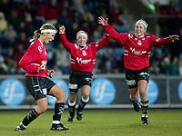 Fotball. Cupfinalen damer Arna-Bjørnar - Trondheims-Ørn 3-4. Anne Bugge-Paulsen (t.v.) jubler etter straffe-mål og 3-3 til Arna Bjørnar.<br /> <br /> Foto: Andreas Fadum, Digitalsport