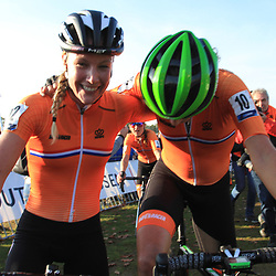 04-11-2018: Wielrennen: EK veldrijden: Rosmalen<br />Annemarie Worst pakt de Europese titel in het veld na de wedstrijd met Marianne Vos