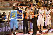 DESCRIZIONE : Pistoia campionato serie A 2013/14 Giorgio Tesi Group Pistoia Vanoli Cremona <br /> GIOCATORE : <br /> CATEGORIA : arbitro referee pre game<br /> SQUADRA : Giorgio Tesi Group Pistoia<br /> EVENTO : Campionato serie A 2013/14<br /> GARA : Giorgio Tesi Group Pistoia Vanoli Cremona <br /> DATA : 10/11/2013<br /> SPORT : Pallacanestro <br /> AUTORE : Agenzia Ciamillo-Castoria/GiulioCiamillo<br /> Galleria : Lega Basket A 2013-2014  <br /> Fotonotizia : Pistoia campionato serie A 2013/14 Giorgio Tesi Group Pistoia Vanoli Cremona<br /> Predefinita :