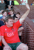 Jan Molby the Kidderminster Manager waves to the crowd. Kidderminater Harriers v Torquay United. League Division Three, 12/8/00. Credit Colorsport / Nick Kidd.