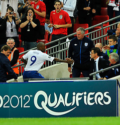 04.09.2010, Wembley Stadium, London, ENG, UEFA Euro 2012 Qualification, England v Bulgaria, im Bild Jermain Defoe of England shakes hands with England manager Fabio Capello after being substituted. EXPA Pictures © 2010, PhotoCredit: EXPA/ IPS/ Marcello Pozzetti +++++ ATTENTION - OUT OF ENGLAND/UK +++++ / SPORTIDA PHOTO AGENCY