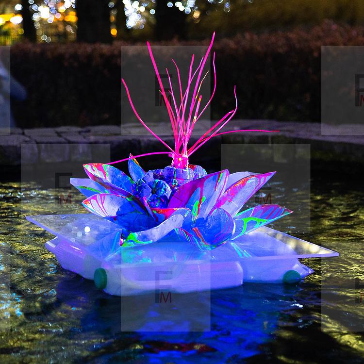L'annuale edizione del festival delle luci a Canary Wharf, una mostra all'aperto di installazioni luminose. 'Isole Galleggianti' di Murude Mehmet <br /> <br /> The yearly edition of the lights festival in Canary Wharf, an open-air exhibition of light installations. 'Floating Islands' by Murude Mehmet<br /> <br /> #6d, #photooftheday #picoftheday #bestoftheday #instadaily #instagood #follow #followme #nofilter #everydayuk #canon #buenavistaphoto #photojournalism #flaviogilardoni <br /> <br /> #london #uk #greaterlondon #londoncity #centrallondon #cityoflondon #londonuk #visitlondon<br /> <br /> #photo #photography #photooftheday #photos #photographer #photograph #photoofday #streetphoto #photonews #amazingphoto #dailyphoto #funnyphoto #goodphoto #myphoto #photoftheday #photogalleries #photojournalist #photolibrary #photoreportage #pressphoto #stockphoto #todaysphoto #urbanphoto