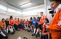 ABCOUDE - VOLVO JUNIOR CUP hockey . Abcoude C1 en Heerhugowaard met Dave Smolenaars als coach,  strijden in Abcoude om de cup. Heerhugowaard wint met 3-1. De teams werden gesteund door spelers van Jong Oranje. COPYRIGHT KOEN SUYK