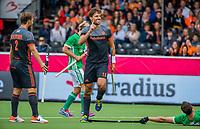 ANTWERPEN - Bjorn Kellerman (Ned) brengt de stand op 3-0  tijdens Nederland-Ierland mannen  bij het Europees kampioenschap hockey.  links Jeroen Hertzberger (Ned)  COPYRIGHT KOEN SUYK