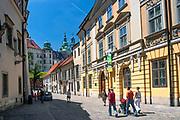 Widok na Katedrę Wawelską z ulicy Kanoniczej.<br /> View of Wawel Cathedral from Kanonicza Street.