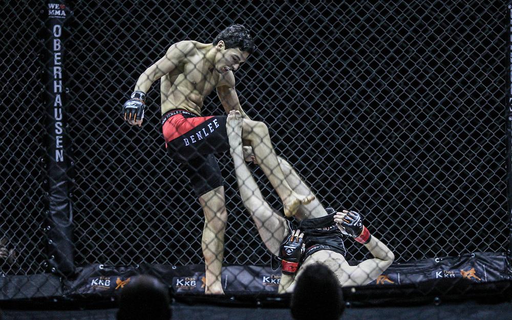 Kampfsport: MMA, We love MMA, Oberhausen, 31.01.2015<br /> Olaf Hommel (Combat Team Hamburg, unten) - Sofian Haj Haddou (Pride Gym Duesseldorf)<br /> © Torsten Helmke