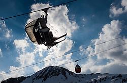 THEMENBILD - Wintersportler sitzen in einem 4er Sessellift aufgenommen am 10. April 2017 am Kitzsteinhorn Gletscher, Kaprun Österreich // Skier sit in a 4-seater chairlift at the Kitzsteinhorn Glacier Ski Resort, Kaprun Austria on 2017/04/10. EXPA Pictures © 2017, PhotoCredit: EXPA/ JFK