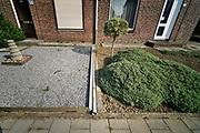 Nederland, voerendaal, 16-9-2020  Regenpijp van woning is ontkoppeld van de riolering zodat het hemelwater naar de grond loopt tijdens noodweer en hoosbuien .Foto: ANP/ Hollandse Hoogte/ Flip Franssen