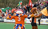 BLOEMENDAAL- hockey - Mascotte  tijdens de eerste play off hoofdklasse finalewedstrijd tussen de mannen van Bloemendaal en Oranje-Zwart (2-3). COPYRIGHT KOEN SUYK