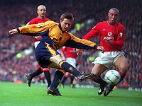 Nick Barmby (Liverpool) has a shot as Mikael Silvestre (Man Utd) closes in. United's first home defeat in two years. Manchester United v Liverpool. FA Premiership, 17/12/2000. Credit: Colorsport / Andrew Cowie.