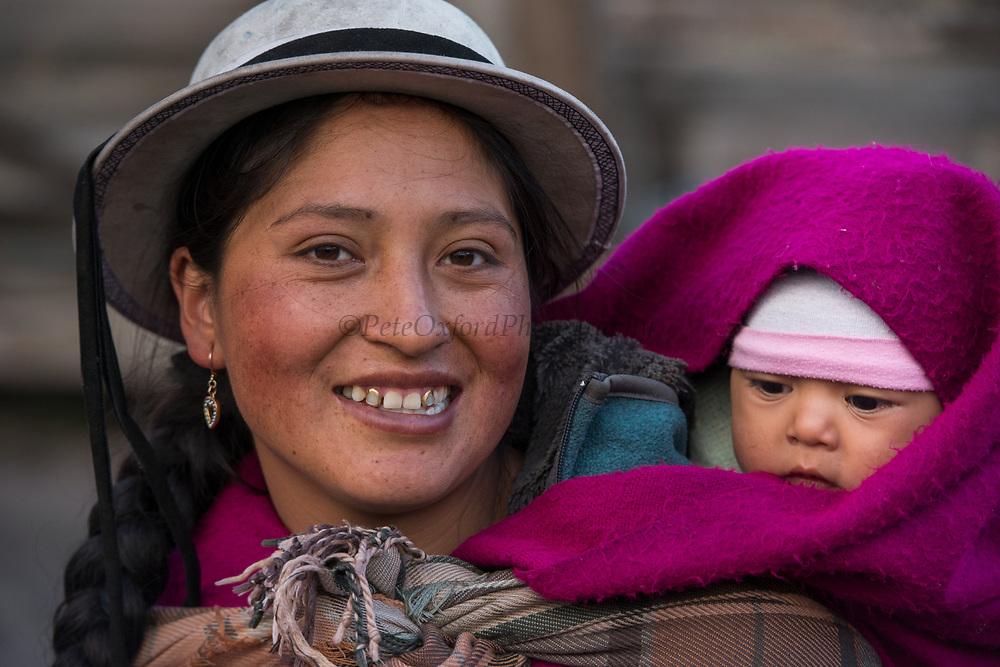 Indian woman & child<br /> Marta Tacuri & Kimberly<br /> Pulingue San Pablo community<br /> Chimborazo Province<br /> Andes<br /> ECUADOR, South America