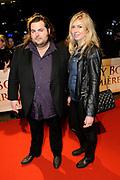 Premiere van de film Sonny Boy op maandag 17 januari in het Circus Theater in Scheveningen.<br /> <br /> Op de foto: Stephan Evenblij en partner