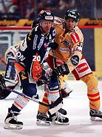 Ishockey<br /> Bundesliga Tyskland<br /> Foto: imago/Digitalsport<br /> NORWAY ONLY<br /> <br /> 19.11.2005  <br /> Denis Pederson (Eisbären Berlin, li.) gegen Tore Vikingstad (Düsseldorf)