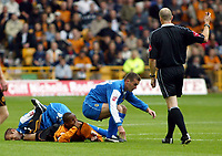Fotball<br /> England 2004/2005<br /> Foto: SBI/Digitalsport<br /> NORWAY ONLY<br /> <br /> Wolverhampton Wanderers v Cardiff City<br /> The League Championship. 25/09/2004<br /> <br /> Something lots have wanted to do!! Willie Bolland sits on Paul Ince