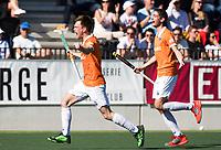 AMSTELVEEN  - Hockey -  1e wedstrijd halve finale Play Offs dames.  Amsterdam-Bloemendaal (5-5), Bl'daal wint na shoot outs. vreugde bij Thierry Brinkman (Bldaal) en Xavi Lleonart Blanco (Bldaal) .  COPYRIGHT KOEN SUYK