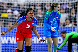 05-12-2019 JAP: Cuba - Slovenia, Kumamoto<br /> Fourth match groep A at 24th IHF Women's Handball World Championship. Slovenia win 39 - 26 of Cuba / Lorena Aide Tellez Delgado #18 of Cuba