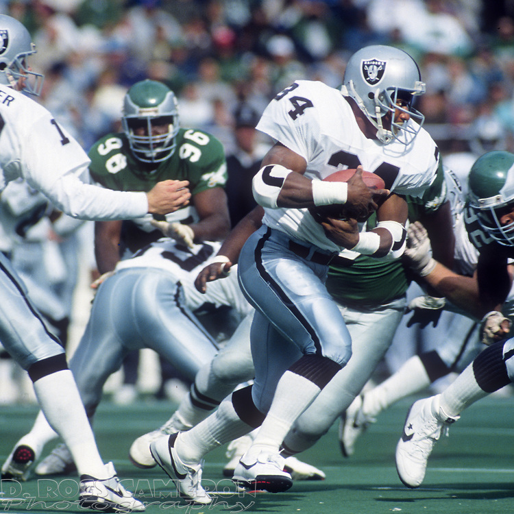 Los Angeles Raiders running back Bo Jackson (34) looks for daylight during an NFL football game against the Philadelphia Eagles, Sunday, Oct. 22, 1989 at Veterans Stadium in Philadelphia, Pa. The Eagles won, 10-7. (Photo by D. Ross Cameron)