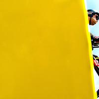 Nederland, Utrecht, 04-07-2015.<br /> Wielrennen, Tour de France, Proloog.<br /> Tom Dumoulin, de grote nederlandse favoriet, gaat met opgeblazen wangen van start voor de proloog.<br /> Foto : Klaas Jan van der Weij