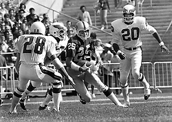 Oakland Raiders Fred Biletnikoff with the ball after pass, (1971 photo/Ron Riesterer)