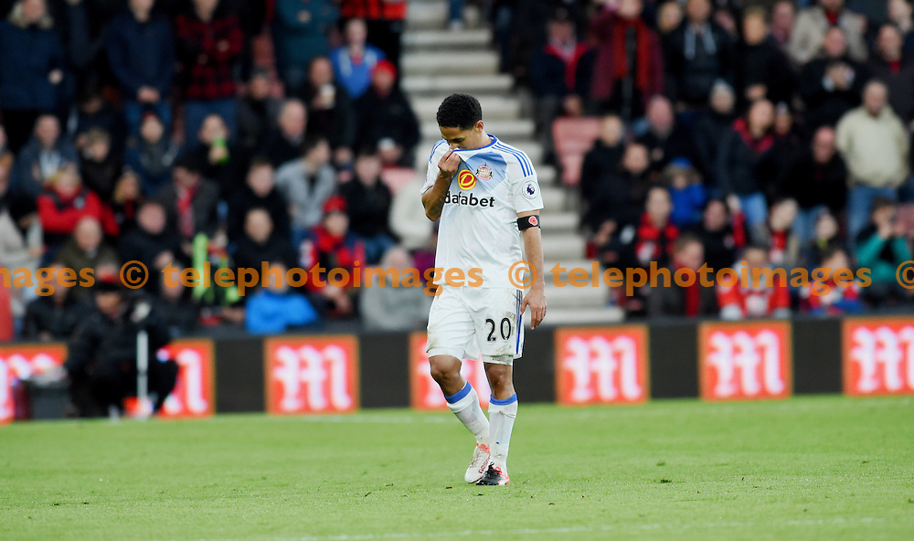 Sunderland's Steven Pienaar  is sent off by referee Mike Dean during the Premier League match between AFC Bournemouth and Sunderland AFC at the Vitality Stadium in Bournemouth. November 5, 2016.<br /> Simon  Dack / Telephoto Images<br /> +44 7967 642437