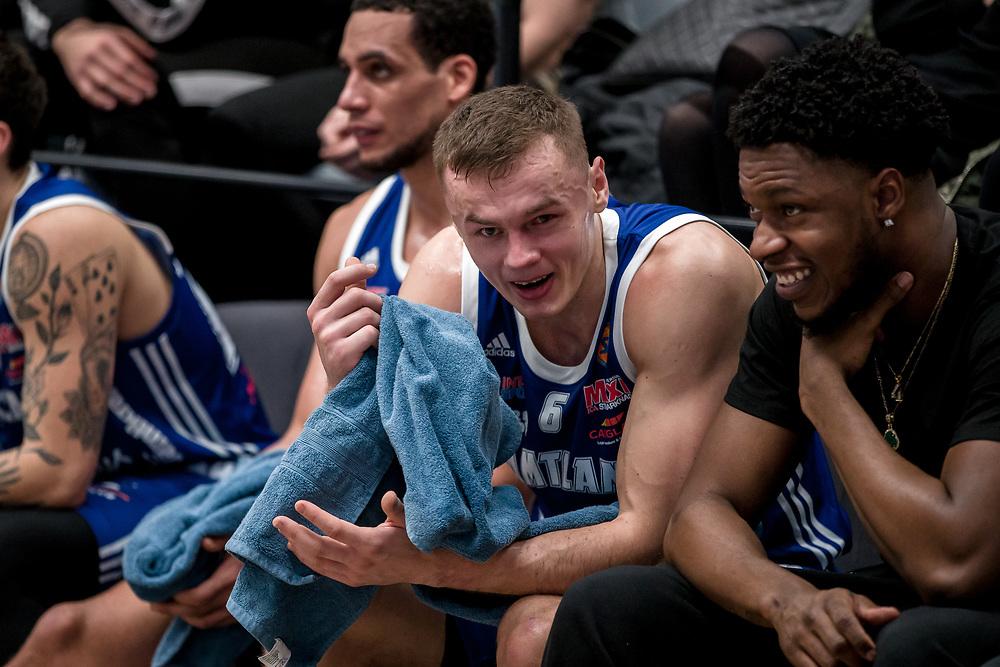 ÖSTERSUND 20200211<br /> Jämtlands Jaan Puidet fick lämna planen med en skda på ögat under tisdagens match i basketligan mellan Jämtland Basket och Nässjö Basket i Östersunds Sporthall.<br /> <br /> Foto: Per Danielsson/Projekt.P