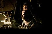 20181101/ Javier Calvelo - adhocFOTOS/ URUGUAY/ MONTEVIDEO/ Centro de Documentación Cinematográfica, Sala Cinemateca y Sala 2 en Lorenzo Carnelli 1311/ Proyecto documental sobre el ultimo mes de funciones en la vieja y tradicional infraestructura de salas de la Cinemateca Uruguaya. Cinemateca Uruguaya es una filmoteca uruguaya con sede en Montevideo, Uruguay, fundada el 21 de abril de 1952. Es una asociación civil sin fines de lucro cuyo objetivo es contribuir al desarrollo de la cultura cinematográfica y artística en general.<br /> Trabajadores: Guillermina Martín Bibliotecologa , Susana Roura y Lucero Trelles en Boleteria, Martin Ramirez proyeccionesta sala 2, Jorge Barboza Sala Cinemateca, <br /> Alejandra Frechero coordinacion , Silvana Silveira encargada depto comercial  , Magela Richero administracion <br /> En la foto:  Martin Ramirez proyeccionesta, en sala de proyecciones de Sala 2 de Cinemateca Uruguaya. Foto: Javier Calvelo/ adhocFOTOS