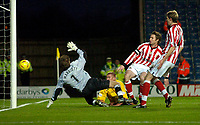 Photo: Richard Lane.<br /> Oxford United v Lincoln City. Nationwide Division Three. 10/01/2004.<br /> Richie Foran watches his header hit the post.