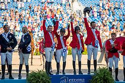 WARD McLain (USA), STERNLICHT Adrienne (USA), KRAUT Laura (USA), RYAN Davin (USA)<br /> Tryon - FEI World Equestrian Games™ 2018<br /> Siegerehrung Merdaillenvergabe<br /> FEI World Team Championships<br /> 2. Qualifikation Teamwertung 2. Runde<br /> 21. September 2018<br /> © www.sportfotos-lafrentz.de/Stefan Lafrentz