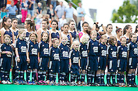 Rotterdam - mascottes komen met de teams het veld op  voor het Jeugd Sport Fonds tijdens de Rabobank World Hockey League. Foto KOEN SUYK