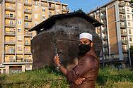 Roma, 18/05/2020: La comunità del Bangladesh si riunisce in concomitanza della riapertura dei luoghi di culto in Largo Preneste, rispettando le norme della distanziamernto sociale imposte dall'emergenza per il Covid 19.<br /> © Andrea Sabbadini