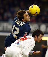 Photo: Chris Ratcliffe.<br />Southend United v Brentford. Coca Cola League 1. 14/01/2006.<br />Sam Tillen (R) is beaten to the ball by Mark Bentley of Southend.
