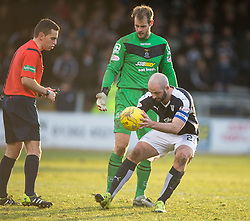 Dundee's Gary Harkins puts the ball down for Inverness Caledonian Thistle's keeper Owain Fon-Williams after his time wasting. <br /> Dundee 1 v 1 Inverness Caledonian Thistle, SPFL Ladbrokes Premiership game played at Dens Park, 27/2/2016.