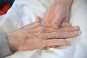 Nederland, Nijmegen, 27-2-2016Handen van een terminale patient, vrouw, en haar verzorgster.Foto: Flip Franssen
