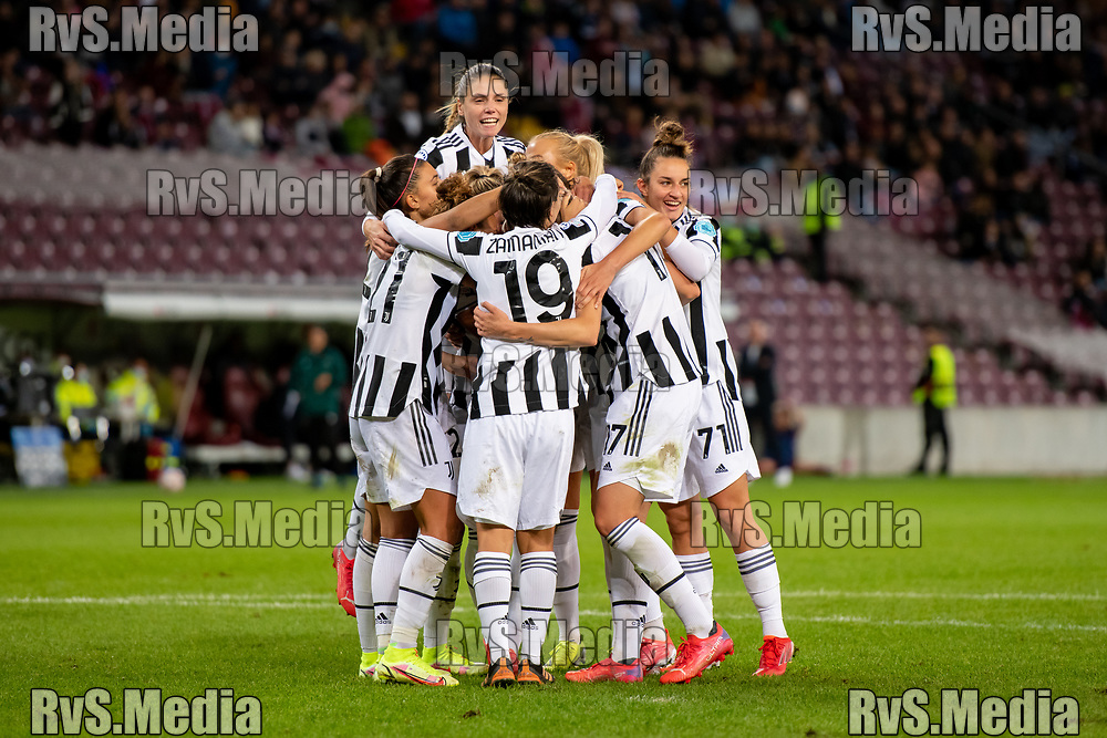GENEVA, SWITZERLAND - OCTOBER 06: Juventus players celebrate their team goal during the UEFA Women's Champions League group A match between Servette FCCF and Juventus at Stade de Geneve on October 6, 2021 in Geneva, Switzerland. (Photo by Basile Barbey/RvS.Media)