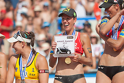 03.08.2013, Klagenfurt, Strandbad, AUT, A1 Beachvolleyball EM 2013, Finale Damen, Spiel 72, im Bild Smart Player Award für Doris Schwaiger 2 AUT (mitte), links Liliana FERNÁNDEZ STEINER 1, rechts Stefanie Schwaiger 1// during Gold Medal Match match 72 of the A1 Beachvolleyball European Championship at the Strandbad Klagenfurt, Austria on 2013/08/03. EXPA Pictures © 2013, EXPA Pictures © 2013, PhotoCredit: EXPA/ Mag. Gert Steinthaler